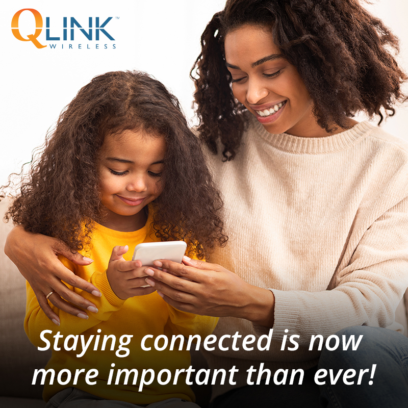 family enjoying free cell phone service with q link wireless