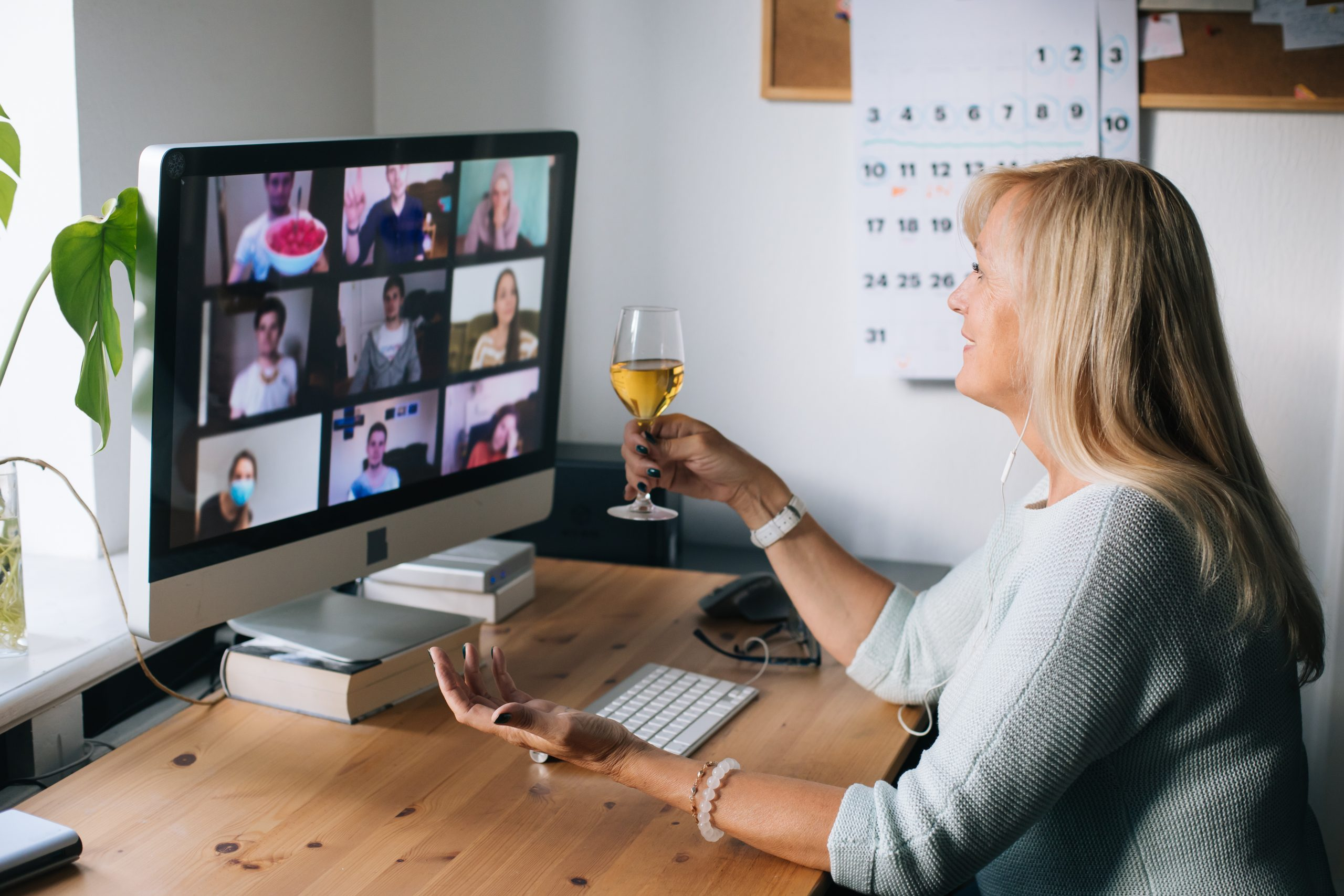 virtual happy hour, q link wireless is giving away $100 visa gift cards in a mother's day giveaway