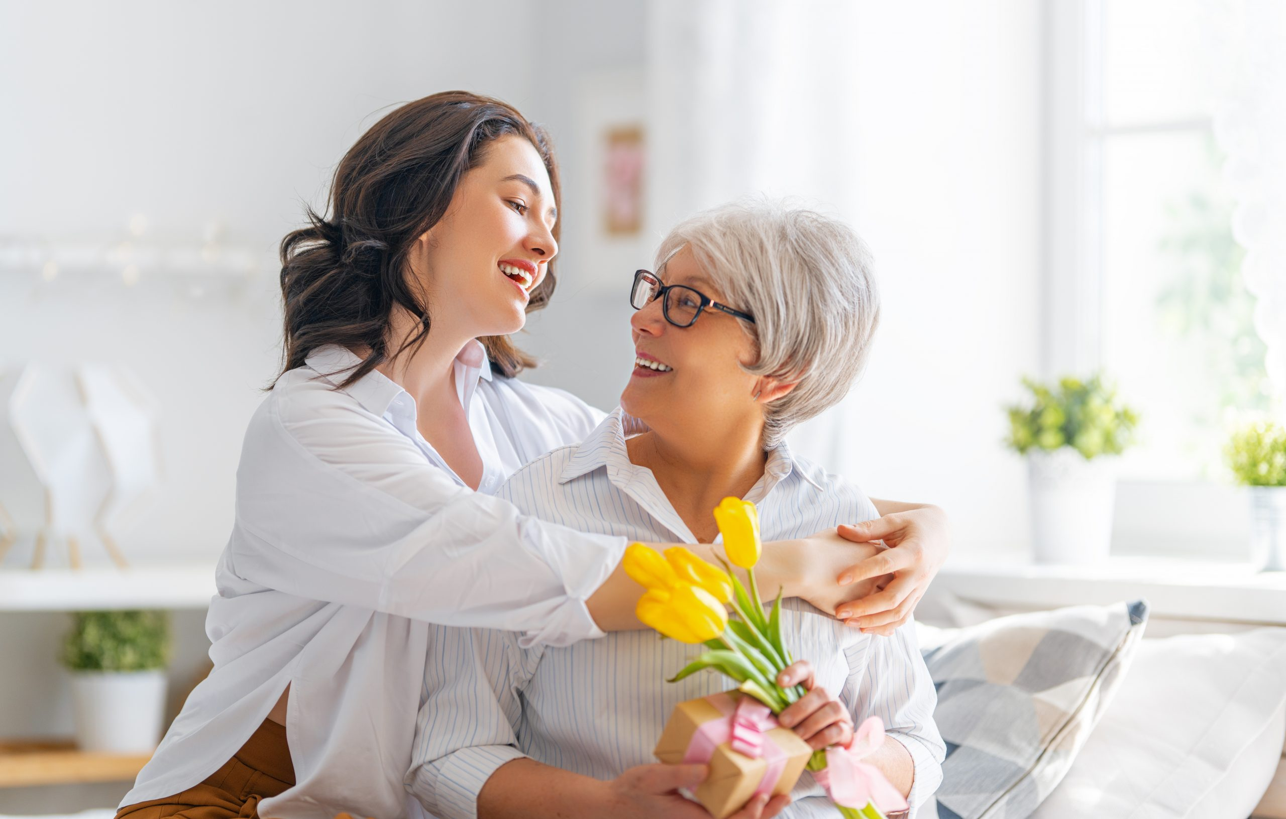 virtual mothers dya, plan mothers day on your phone. q link wireless is giving a free $100 visa gift card in a mother's day giveaway